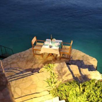 Sahilde Romantik Akşam Yemeği